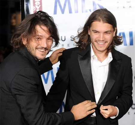 """""""Milk"""" : les acteurs Diego Luna et Emile Hirsch à la première de San Francisco"""